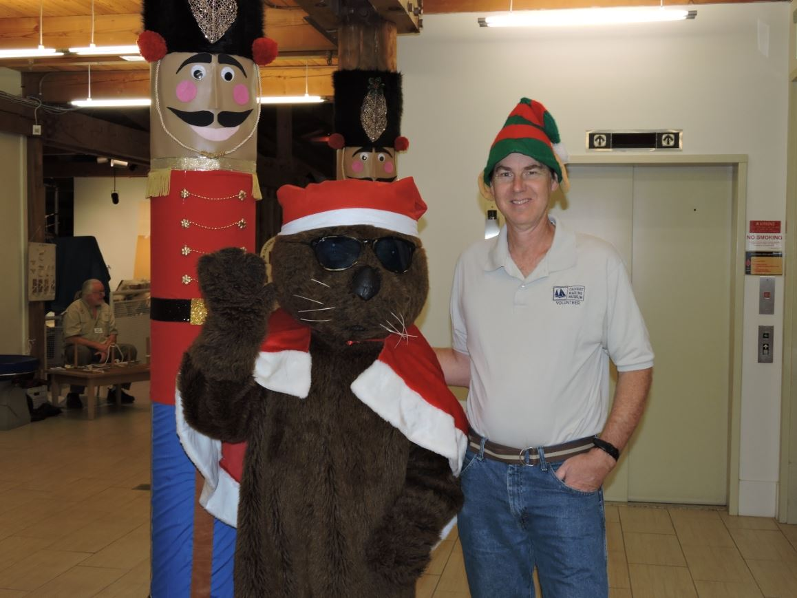 Solomons Christmas Walk Otter with Tyler Bell